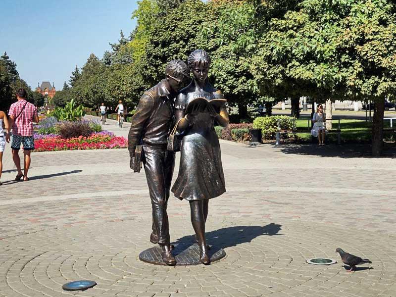 Краснодар. Памятник Шурику и Лиде
