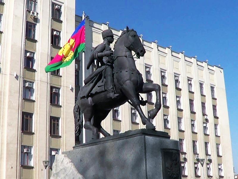 Краснодар. Памятник кубанскому казачеству (www.rostovgid.ru)