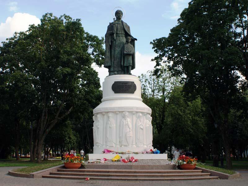 Псков. Памятник княгине Ольге
