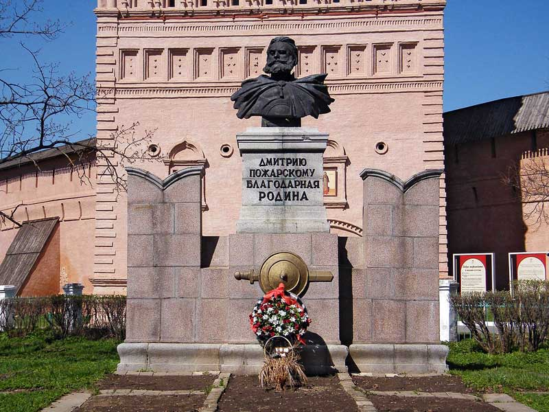Суздаль. Памятник Д.П. Пожарскому