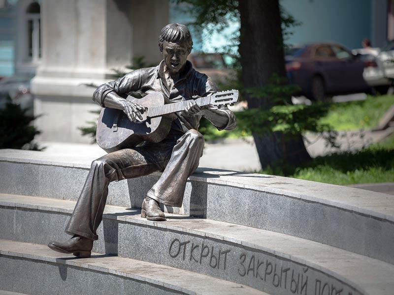 Владивосток. Памятник Владимиру Высоцкому