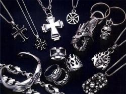 Какие серебряные кулоны для мужчин в моде?